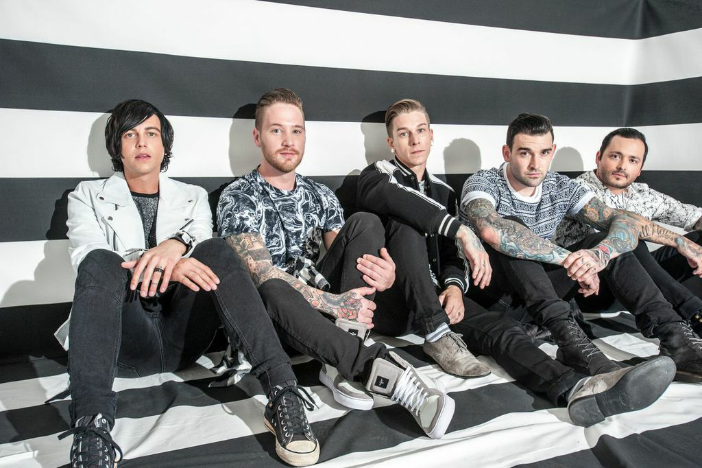 SOLD OUT! – SLEEPING WITH SIRENS – WE LIKE IT QUIET ACOUSTIC TOUR ... 667402a35
